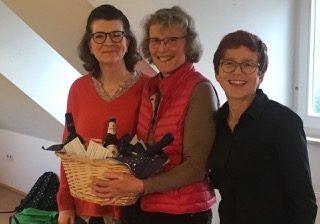 Verabschiedung von Gertrud Kleineikenscheidt (von links: Ursula Lindner, Gertrud Kleineikenscheidt und Ingrid Walter-Kühfuß, es fehlt Friedemann Salzer)